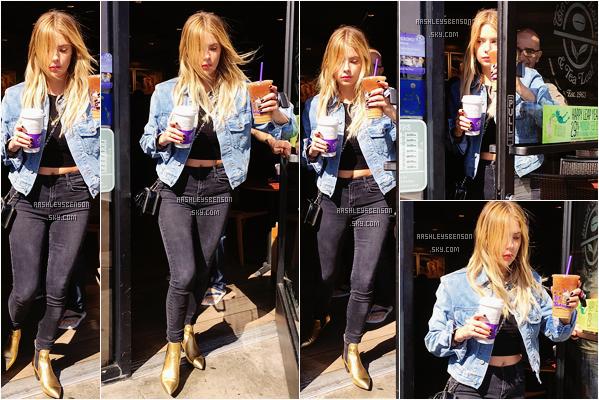 Le 26 Février, Ashley s'est rendue au Coffee Bean sur Sunset Plaza dans Los Angeles. Elle est splendide, je lui accord un grand grand top, j'adore sa tenue entière, son petit top est parfait, coiffure et maquillage aussi, au top!