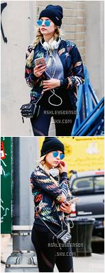Le 07 Avril, Ashley était de sortie avec une amie à elle dans soho à New York City. Sa tenue est une tenue sportive, rire de génial, mais j'adore sa veste addidas, ses baskets ainsi que son petit sac chanel.