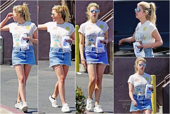 Le 17 Juin, Ashley a été vue sortant d'une pharmacie dans West Hollywood. La belle serait-elle malade ? Niveau tenue c'est un bof, pas top top la jupe en jean, son t-shirt est marrant mais rien de plus.