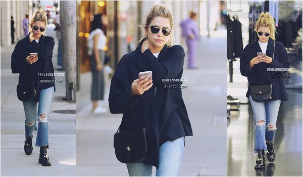 """05/10/16 : Ashley à était faire un peu de shopping à Dior, Beverly Hills. J'aime bien sa tenue, enfin une tenue """"potable"""" un beau petit top pour Ashley et un plus pour son sac ."""