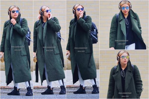 23/01/17 : Ashley Benson a été vue sortant de son cours de sport, New York City. Une tenue complétemet horrible, rien ne va ensemble .. Mais on ne lui en veut pas c'est pour le sport. Top pour le manteau.