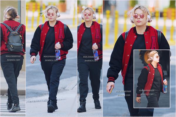 26/01/17 : Ashley Benson a encore une fois été vue sortant du sport, New York City. Mon dieu, une HORRIBLE tenue pour Ashley, la vraiment je ne comprend pas, on dirait qu'elle a prit 20kg, un très très gros flop!!