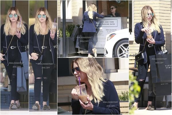 """14/04/17 : A.Benson a encore été faire du shopping, notamment à """"Barney's"""", Los Angeles. Beau beau top, elle sort beaucoup en ce moment, j'aime beaucoup son pantalon et blazer, par contre les chaussures gros bof."""