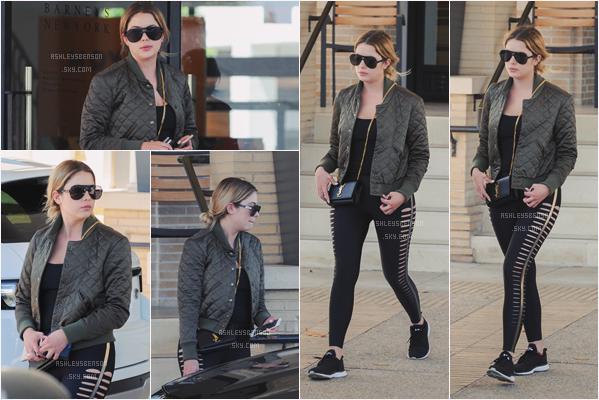 28/04/17 : Ash a fait une petite séance shopping à Barney's accompagnée d'une amie, Beverly Hills (LA). Petit bof pour la tenue, je n'aime pas trop, peut être mis à part son leggings qui est plutôt original,  mais je trouve la veste bof.