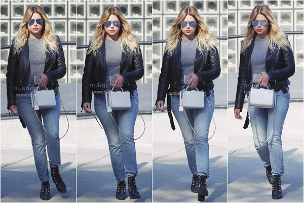 09/05/17 : Ashley, toute seule, a été vue sortant d'un salon de Beverly Hills (CA). J'aime bien sa tenue mais sans plus, disons qu'elle peut faire beaucoup mieux, mais son pull gris à l'air vraiment cool.