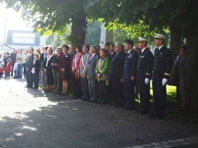 Cérémonie le 09 octobre 2010 en l'honneur de deux équipages américains tombés en 1944 à COINCES.
