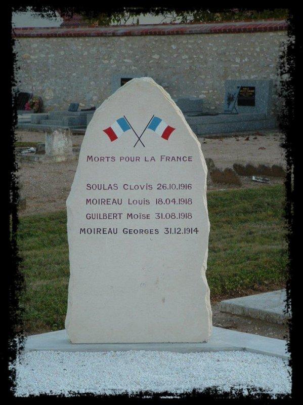 Une tombe de regroupement des Morts pour la France au cimetière de BRICY           - une initiative de la municipalité -