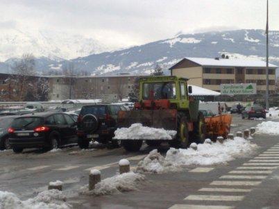 Vendredi 30.12.2011 nettotage du parking a Sallanches de carrefour