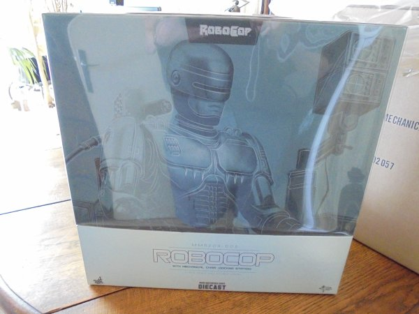 "Ma collection hot toys ""Robocop avec sa chaise """