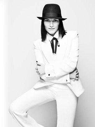 Après 20 ans constellés de succès Laura Pausini revient cette année avec un double cadeau pour ses Fans.