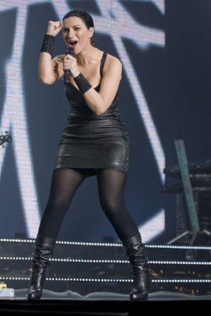 Laura Pausini : que pensez-vous de son look 100% cuir ?
