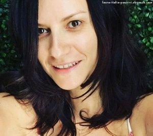Laura Pausini devient virale par selfie sans maquillage
