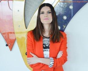 """Laura Pausini en interview : """"A Bercy, je prévois de chanter en français"""""""