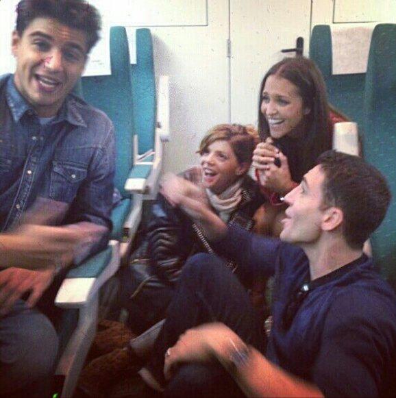 Maxi Iglesias avec Paula Echevarría, Miguel Angel Silvestre et Manuela Velasco dans le train en direction du FesTVal de Vitoria