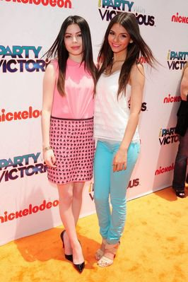 Victoria & Miranda : IParty  With Victorious (Premiére)