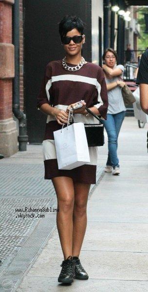 Le 26/08/2013: Rihanna se promène à NYCity