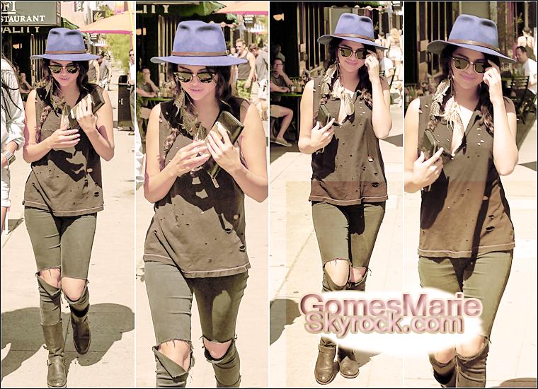 26 Juillet 2014 :Selena a été vu quittant Quality Cafe après une courte pause à Los Angeles , avec ses amis