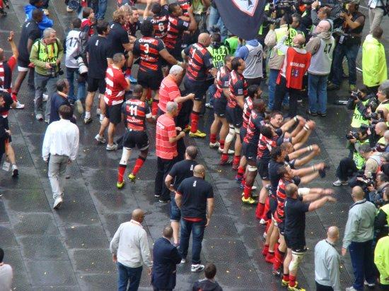 TOP 14 Finale (Stade Toulousain / Toulon) : Remise du bouclier au Stade Toulousain !