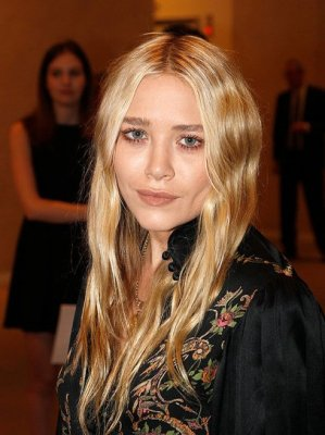 Mary-Kate Olsen - 17 Octobre 2011 - Take Home Nude