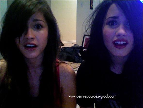 """* Photo postée par Demi Lovato : """"C'est le moment effrayant du film ! Scary Movie !""""  *"""