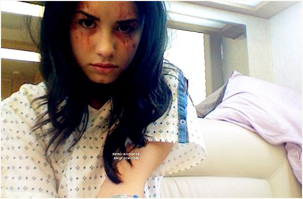 * Demi Lovato a posté cette photo sur Twitter, datant du tournage de Grey's Anatomy. *