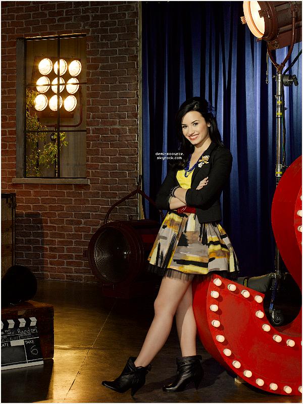* 2009. Découvre la suite du photoshoot promotionnel pour la saison 2 de Sonny.  (article associé) *