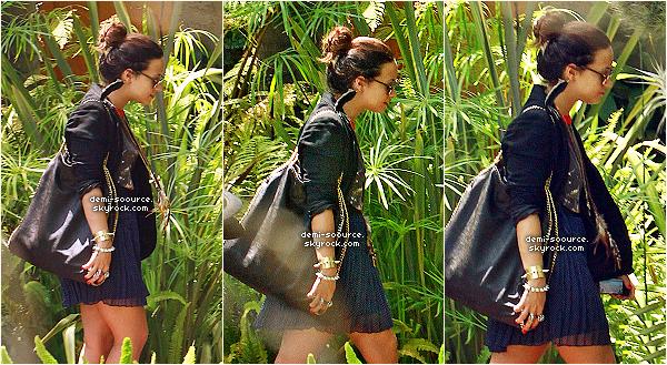 *  21.07.2011 : Demi Lovato a été aperçue à Los Angeles, se rendant au studio d'enregistrement.  *