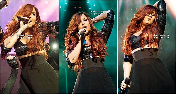 *  10.12.2011 : Demi Lovato a été vue arrivant à Miami, puis    à l'evènement du Jingle Ball, puis elle a donné un concert.      *