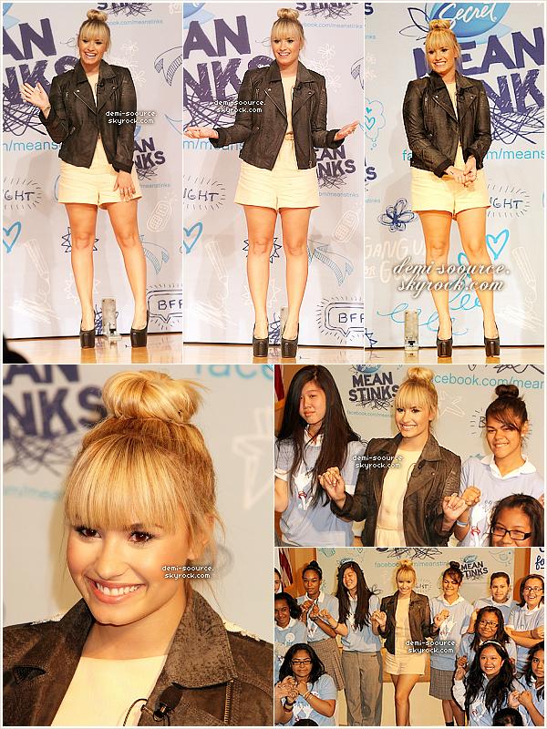 * 20.09.2012 : Demi Lovato a surpris des élèves lors d'une réunion sur l'intimidation. (Harlem) Elle est allée dans cette école dans le cadre de la campagne Secret Mean Stinks dont elle est la nouvelle ambassadrice.  *