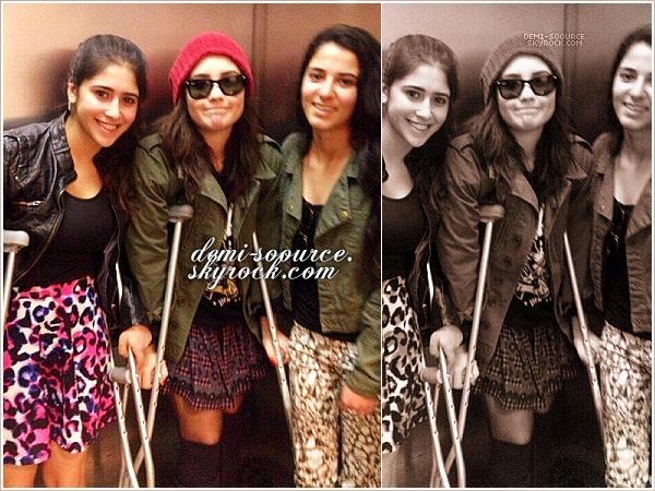 *   « Photo de famille aujourd'hui. ♥ » - Madison, via Instagram. (07 février 2013)    A gauche, Dallas Lovato, sa soeur. A droite, Madison De la Garza, sa demi-soeur.    *