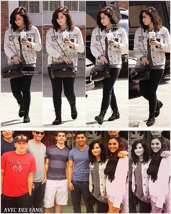 *  15.03.2013 : Demi Lovato a été vue allant s'acheter un café, à Beverly Hills. (CA)       *