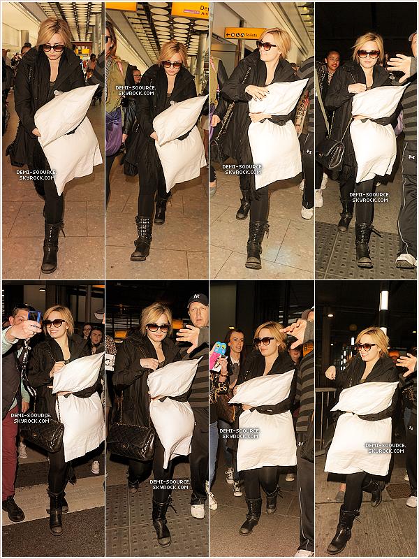 *26.05.2013 : Demi Lovato a été vue arrivant à l'aéroport de Londres. (Angleterre)     *