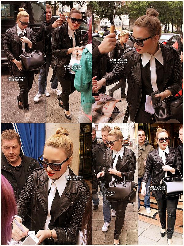 *03.06.2013 : Demi a rencontré des fans à Munich, en Allemagne.    Elle y a fait une escale le temps d'une journée puis s'est envolée pour Milan, Italie.    *