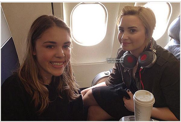 *10.06.2013 : Demi Lovato, venant d'atterrir à l'aéroport de la Nouvelle-Orléans.  _________________C'est ici qu'auront lieu les auditions d'X Factor USA le 11 et 12 juin. *