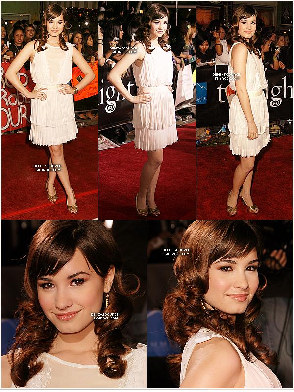 *17.11.2008 : Demi Lovato a assisté à la Première de Twilight à Westwood, en Californie.  *