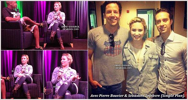 *18.07.2013 : Demi, un Starbuck à la main, a été vue quittant son hôtel. (Philadelphie)    *