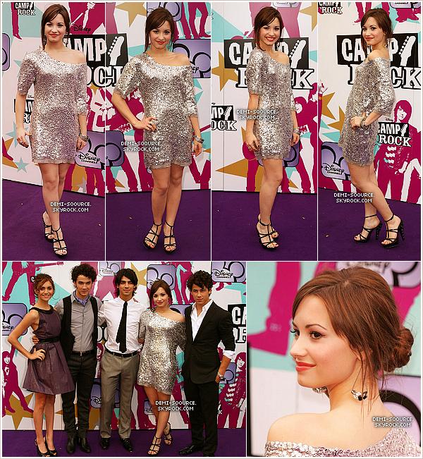 *10.09.2008 : Demi & ses co-stars, à Londres, pour la première européenne de Camp Rock.   *