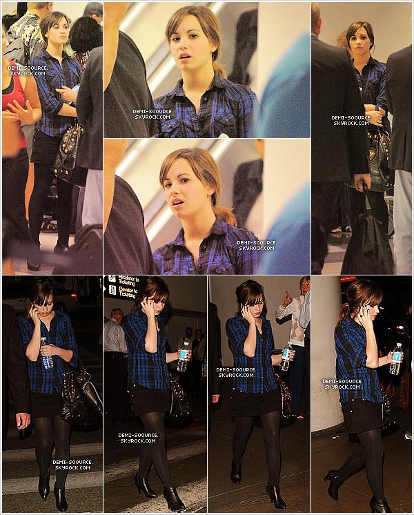 *21.09.2008 : Demi a été vue à l'aéroport de Los Angeles, de retour chez elle !   *