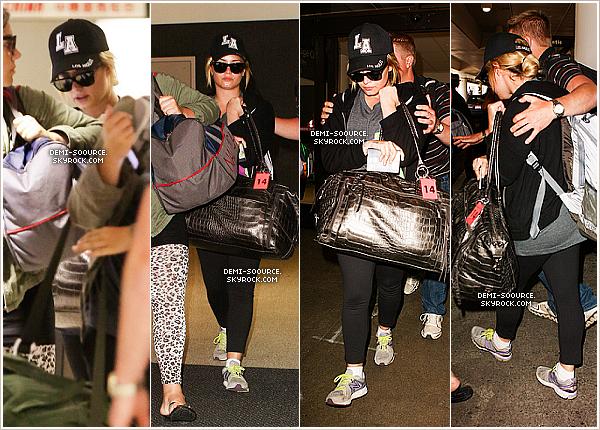 *24.08.2013 : Demi a été vue arrivant à l'aéroport de Los Angeles, revenant d'Afrique.  *