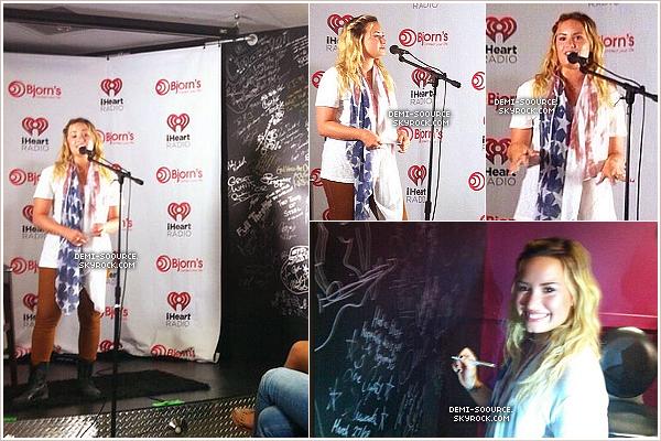 *02.09.2013 : Demi a répondu à des questions au « Bjorn's Live Music Lounge ». (Texas) *