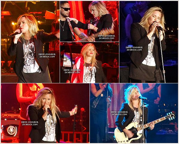 *14.09.2013 : Demi a donné un concert à la fête forraine « County » à Los Angeles. _____________Les places se sont vendues à guichets fermés ! .| Toute sa famille était là. (photo) *