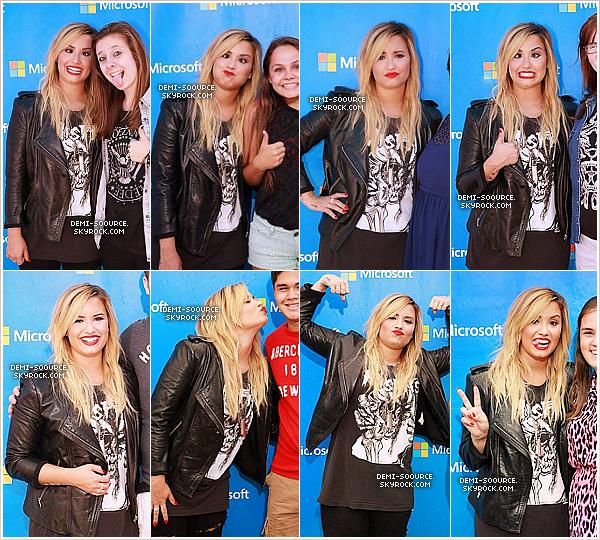 *21.09.2013 : Demi Lovato a donné un concert gratuit à Burlington. (Canada) _________________________________A l'occasion de l'ouverture d'une boutique Microsoft.  *
