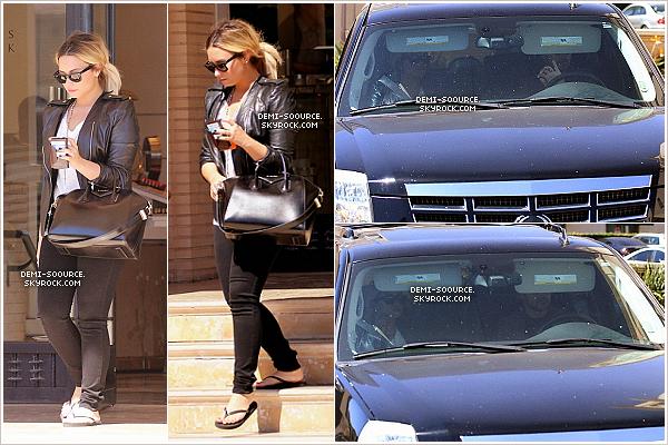 *29.09.2013 : Demi Lovato a été vue, avec Taylor Swift, quittant le magasin Barneys. (LA)  Elle y est retournée plus tard et a été vue rejoignant Wilmer Valderrama - sorti avant elle - dans sa voiture. *