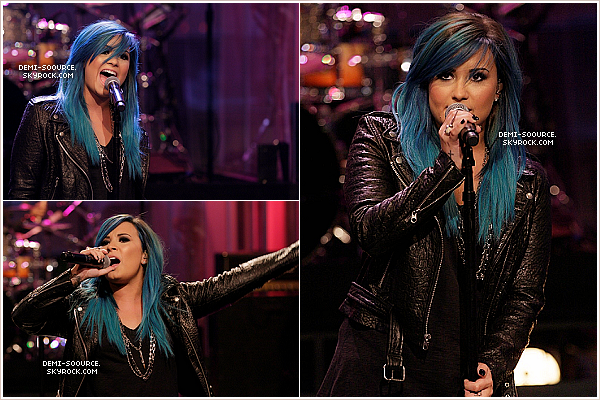 *02.10.2013 : Demi a interprété son nouveau single Neon Lights dans l'émission de Jay Leno. *