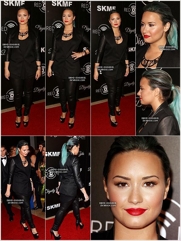 *18.10.2013 : Demi Lovato a assisté au Dignity Gala, à Los Angeles. _________________________L'événement a été organisé en l'honneur de l'association Redlight Traffic. *