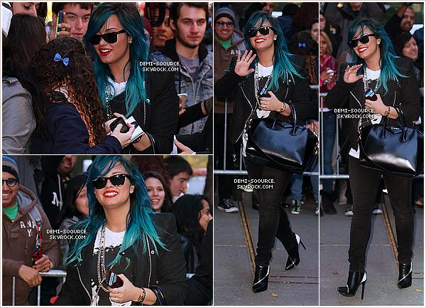 *24.10.2013 : Demi, arrivant aux studios Good Morning America, ce matin. (NY) *