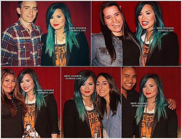 *28.10.2013 : Demi a donné un concert, organisé par 2VLive, à Los Angeles. _______________________Sa famille, ses amis, ainsi que son petit-ami Wilmer Valderrama étaient présents. *