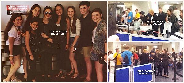 *21.12.2013 : Demi Lovato a été vue à l'aéroport de Miami, en Floride.  Elle s'est envolée direction le Texas, pour passer ses vacances en famille. *