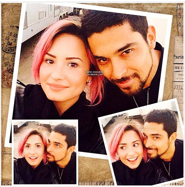 *30.01.2014 : Demi a été vue à l'aéroport à Los Angeles, après son séjour au Texas. *