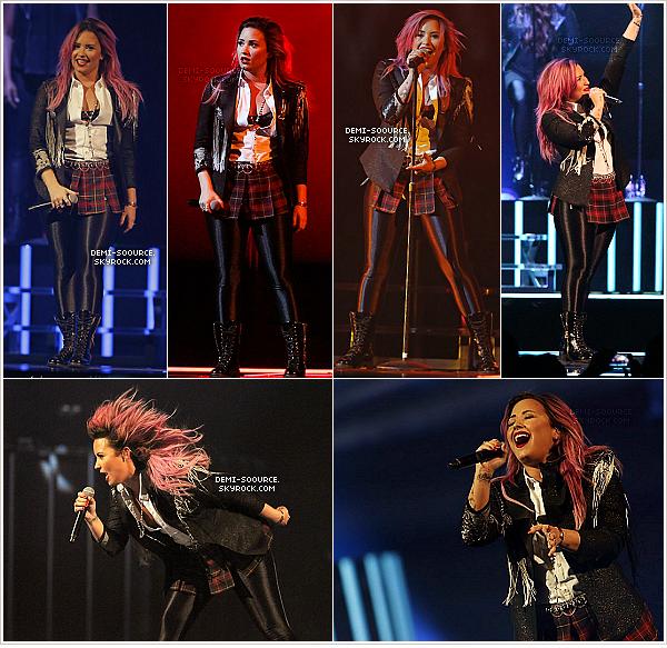 *  13.02.14 : Demi Lovato a fait le show à Anaheim, en Californie.   *